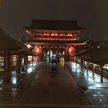 雨の浅草寺.jpg